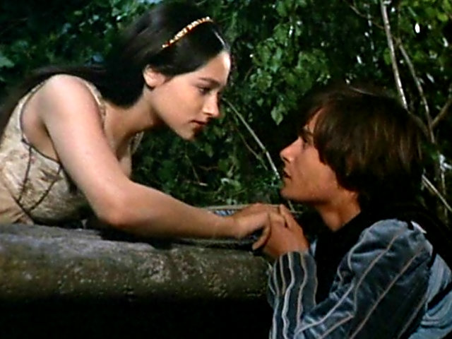 who caused the death of romeo Who is responsible for romeo and juliet  than to avoid that she fakes her death and leads to both romeo and juliet's death  caused romeo to buy poison.