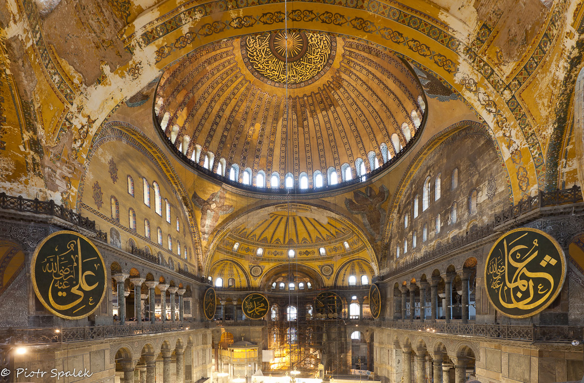 byzatine architecture The byzantine religious architecture was distinctive for the absence of decoration  with statues which was forbidden the inner walls were decorated with.