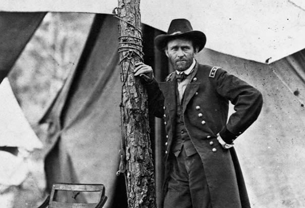 American democracy given the division of the mississippi and promoted to the rank of lieutenant general by president lincoln grant continues to attack the confederate publicscrutiny Images