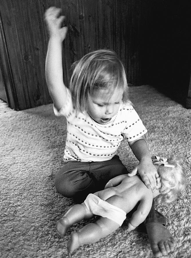 Когда Отец Бьет Ребенка По Попки Голой