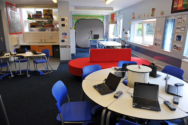 Innovative Classroom Furniture Australia : Learningspaces on emaze