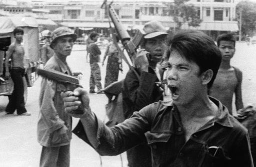 cambodia and the communist guerrilla organization khmer rouge The khmer rouge (/kəˈmɛər ˈruːʒ/), french: [kmɛʁ ʁuʒ], red khmers khmer: ខ្មែរក្រហម khmer kraham) was the name given to the followers of the communist party of kampuchea in cambodia.