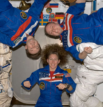 in a spaceship and astronaut feels weightlessness why - photo #11