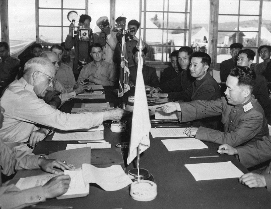 Resultado de imagen para firma del armisticio de la guerra de corea