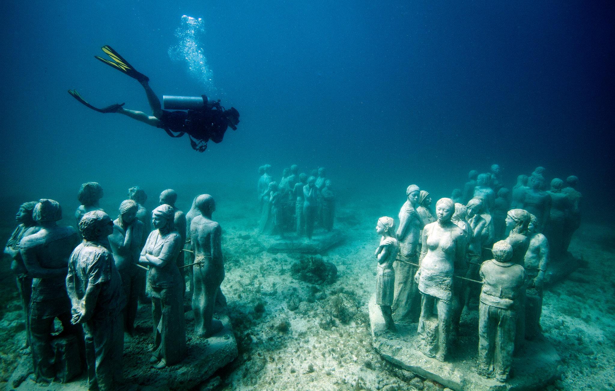 Resultado de imagen para personas buceando en El Museo Subacuático de arte