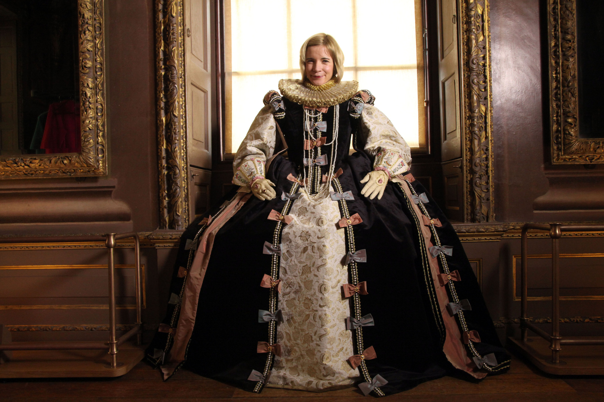 fashion during the elizabethan era Influence on elizabethan fashion by drea leed no site or book on elizabethan costume can be complete without a mention of the woman who gave the era (and the era's costume) its name: queen elizabeth.