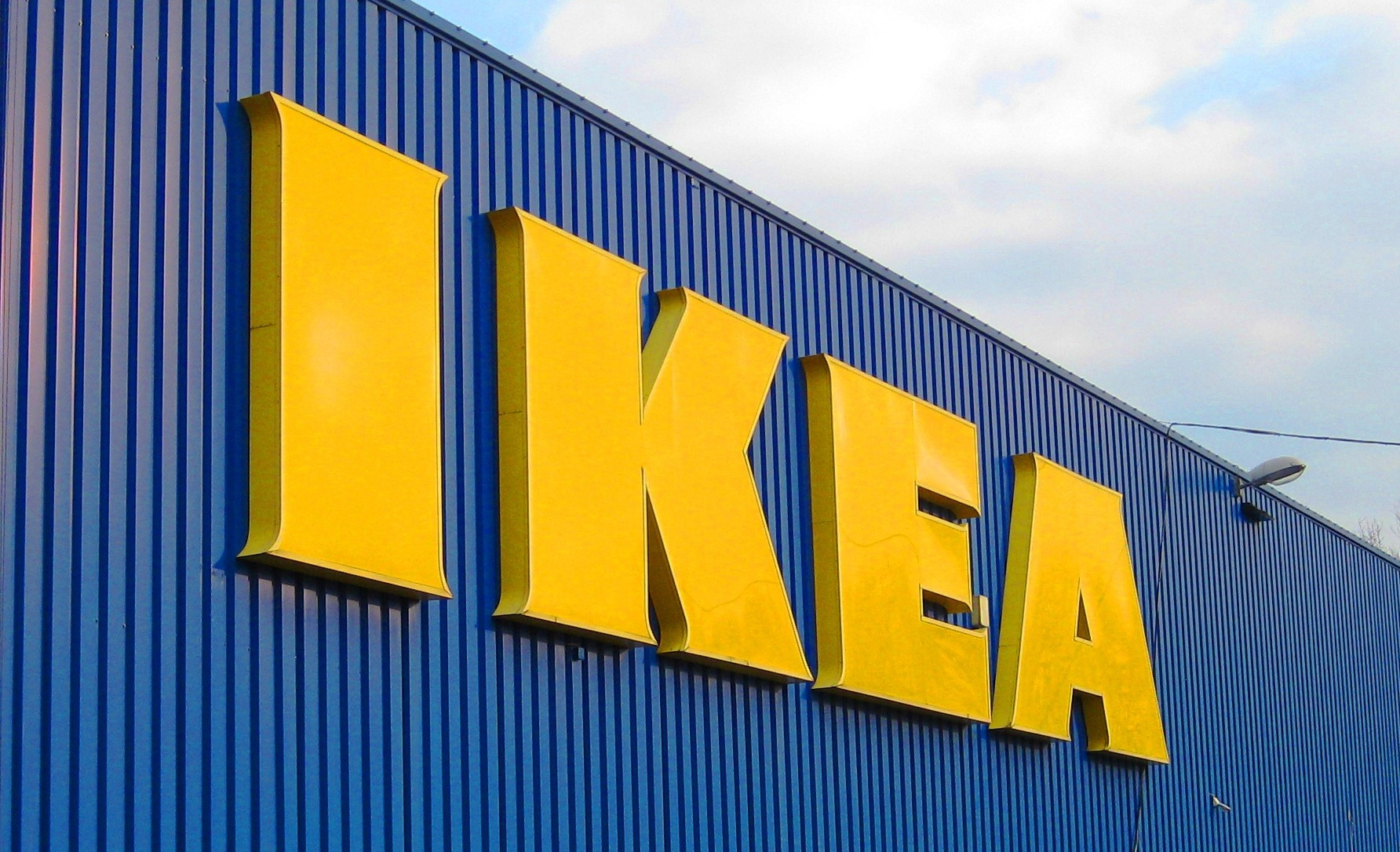 weaknesses of ikea For the ikea 2020 strategy, a simpler supply chain and lower costs are needed   also include a section presenting advantages and disadvantages with.