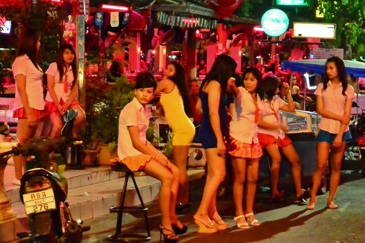 singapore-orgy-girl-pees-black-pants