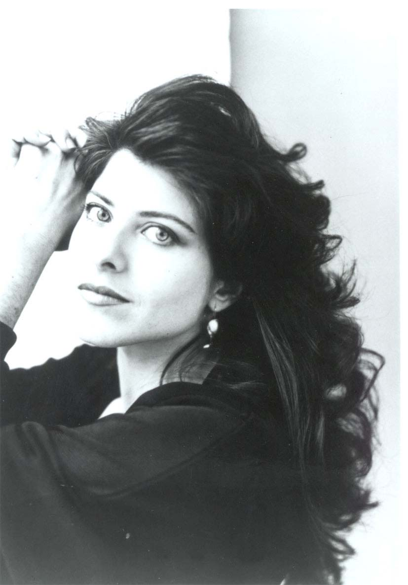 the beauty myth by naomi wolf essay Biography naomi r wolf is an author, journalist, and former political advisor to al gore and bill clinton wolf first came to prominence in 1991 as the author of the beauty myth, which became an international bestseller and was named one of the seventy most influential books of the twentieth century by the new york times.
