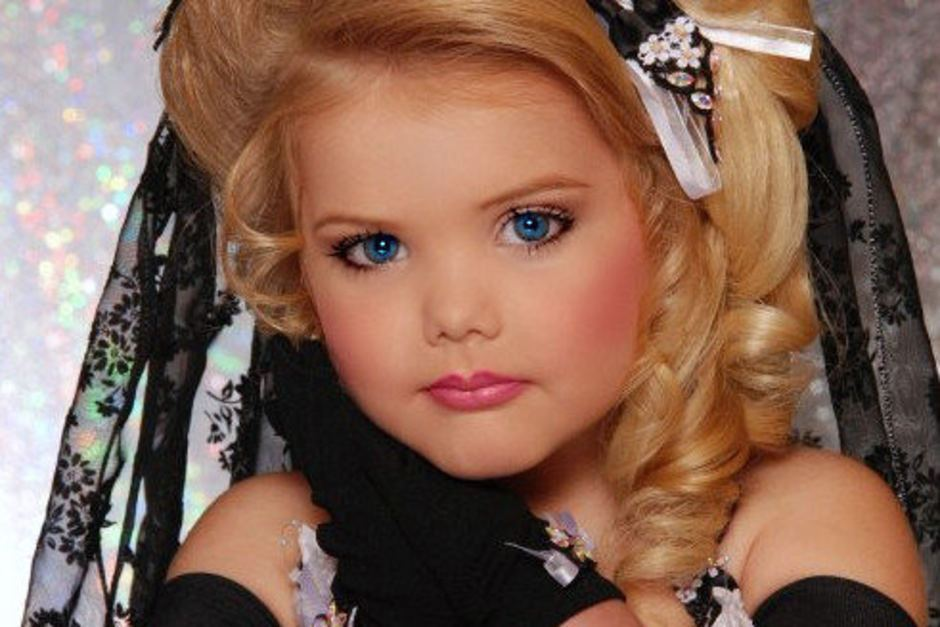 disadvantages of child beauty pageants