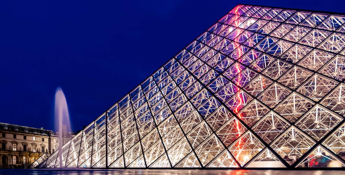 Louvre et pyramide on emaze for Architecte de pyramide