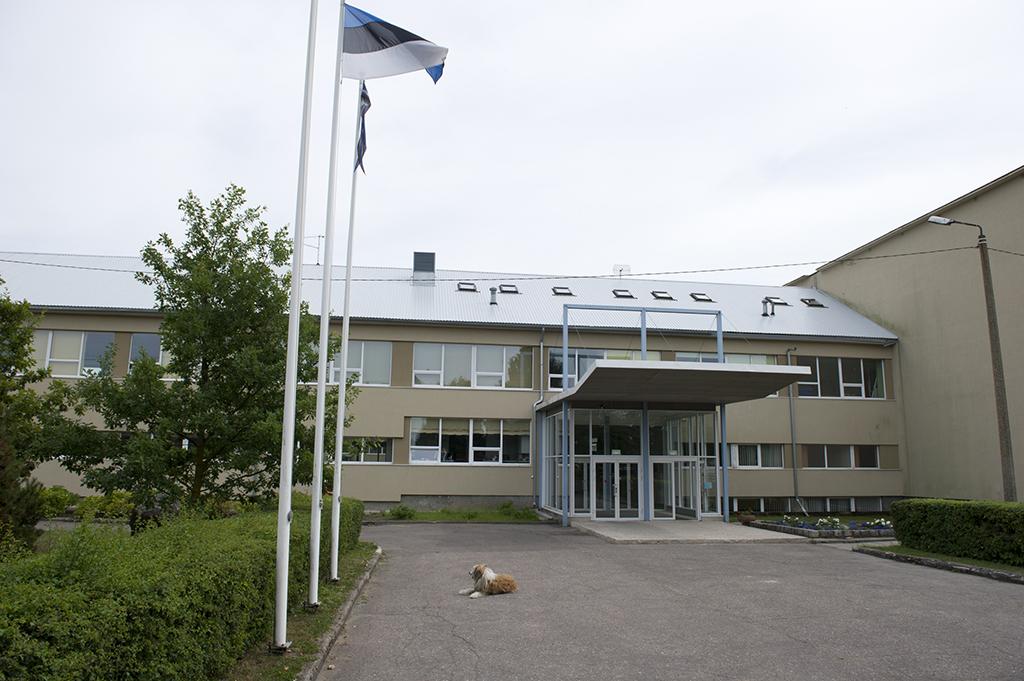 05d92cd5fb1 Keskkool 14. juuni 1990 – kooli nimeks sai Kuressaare 2. Keskkool 7. märts  1994 – kooli nimeks sai Kuressaare Gümnaasium