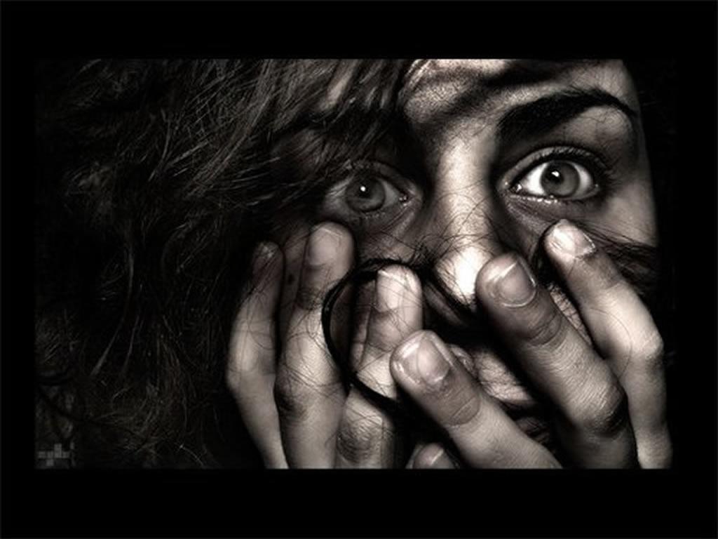 Resultado de imagen de mujer aterrada