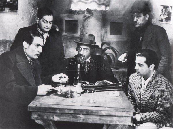 Türk Sineması GEÇİŞ DÖNEMİ (1939-1952) ile ilgili görsel sonucu
