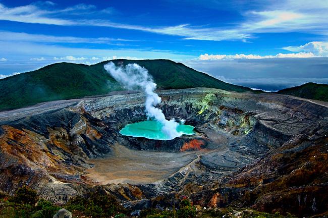 Resultado de imagen de cráter del volcán poás fotos