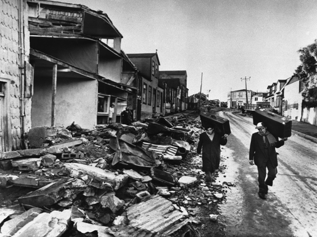 the aftermath of the 1960 chilean earthquake 10 interesting facts on the cause, deaths, damage etc of the 1960 valdivia earthquake in chile, the most powerful in recorded history.